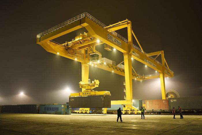 Trung Quốc mở cảng cách biển hơn 2.500 km để làm gì? - Ảnh 1.