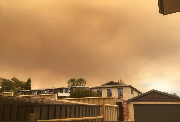Bầu trời thành phố Úc bị nhuộm cam - Ảnh 6.
