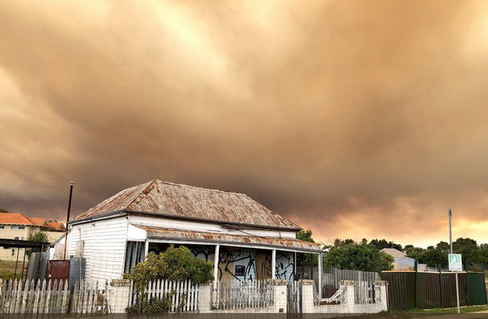 Bầu trời thành phố Úc bị nhuộm cam - Ảnh 7.