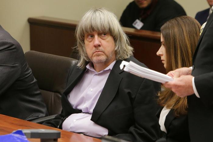 Vợ chồng nhốt, bỏ đói 13 con ở California đối mặt án tù 94 năm - Ảnh 2.