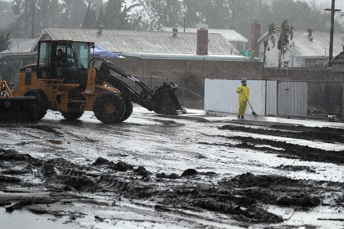 Bang California hứng trận lũ bùn quét khủng khiếp, 8 người thiệt mạng - Ảnh 2.