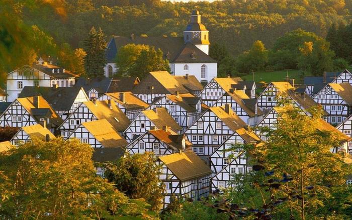 10 ngôi làng ở châu Âu khiến khách ngẩn ngơ - Ảnh 8.