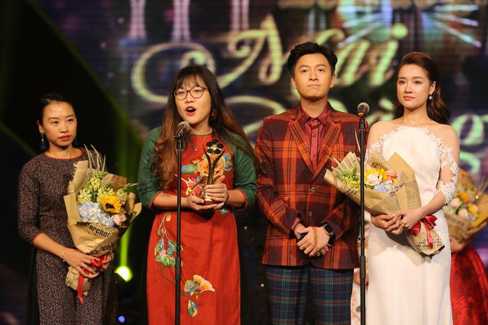 Lãi nhất trong lễ trao giải Mai Vảng 2017 là Trường Giang vừa có giải, vừa có vợ