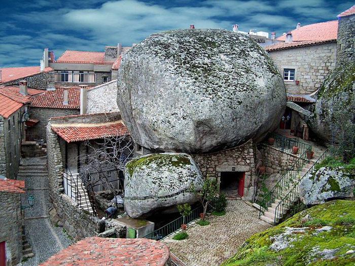 Ngôi làng đá đặc biệt nhất Bồ Đào Nha - Ảnh 1.