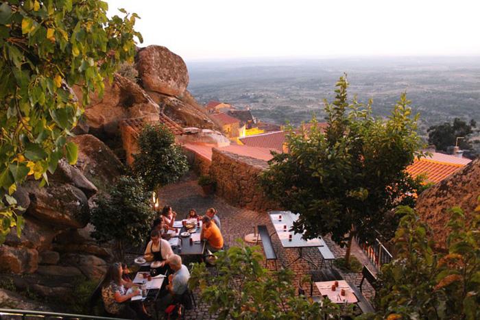 Ngôi làng đá đặc biệt nhất Bồ Đào Nha - Ảnh 8.