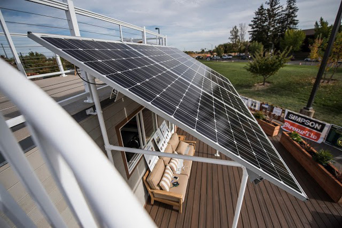 Nhà mini tự xoay dùng điện năng lượng mặt trời - Ảnh 2.