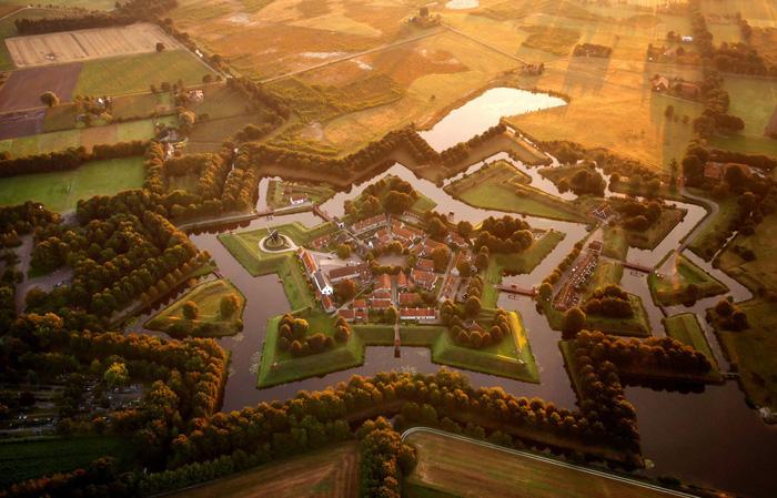 Vẻ đẹp kì ảo của các địa danh nổi tiếng nhìn từ flycam - Ảnh 12.