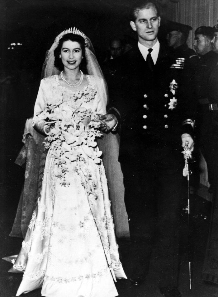 Tình yêu khăng khít suốt 7 thập kỷ của vợ chồng Nữ hoàng Anh - Ảnh 2.