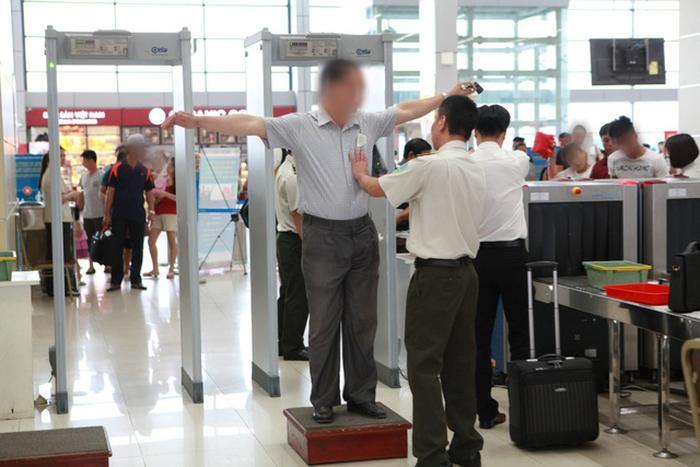 Vì sao hành khách trong danh sách đen bay lọt tới Nga? - Ảnh 2.
