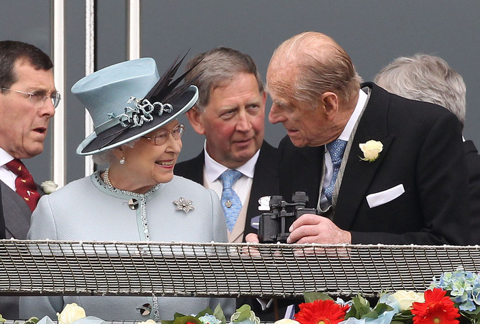 Tình yêu khăng khít suốt 7 thập kỷ của vợ chồng Nữ hoàng Anh - Ảnh 9.