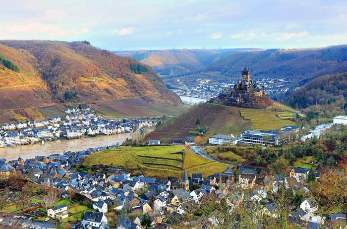 10 ngôi làng ở châu Âu khiến khách ngẩn ngơ - Ảnh 2.