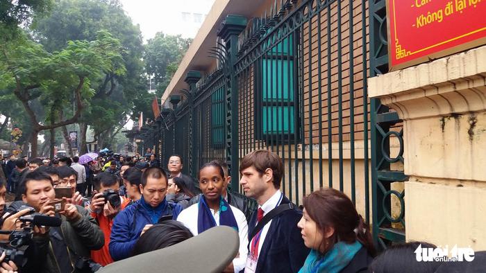 Nhiều người nước ngoài đến dự phiên xử ông Đinh La Thăng - Ảnh 9.