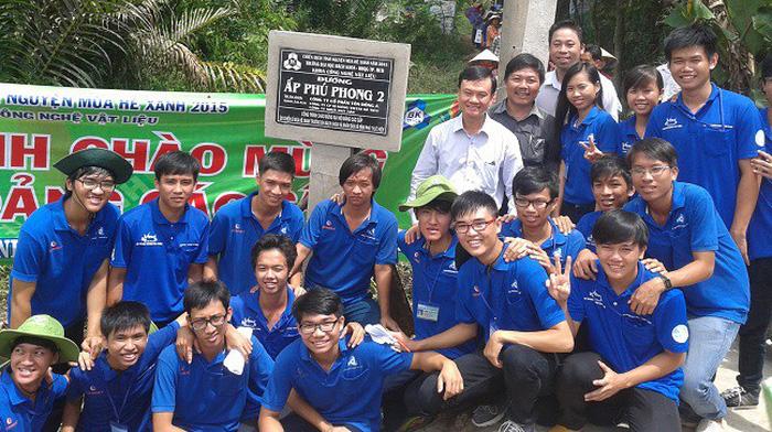 Tôn Đông Á và năm hoạt động xã hội 2017 - Ảnh 1.