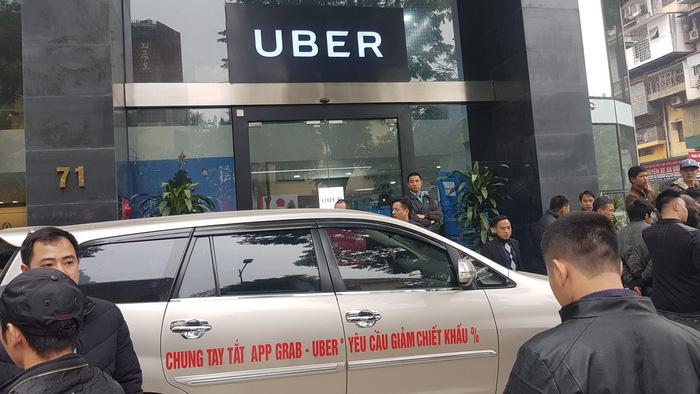 Sau Sài Gòn, tài xế Grab và Uber tại Hà Nội phản đối mức chiết khấu - Ảnh 2.