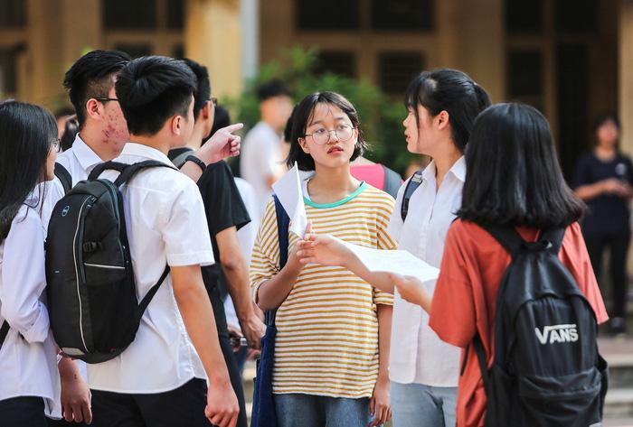Tuyển sinh lớp 10 Hà Nội: Tỉ lệ chọi cao nhất 1/2,2 - Ảnh 1.