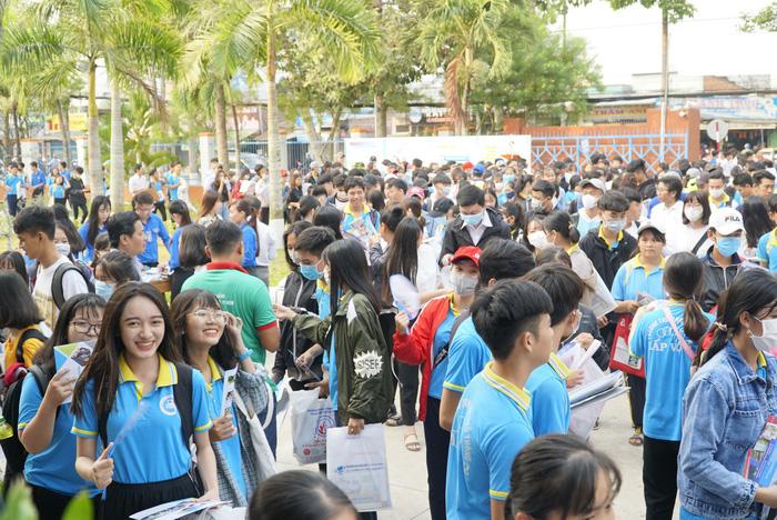 4.000 học sinh về thủ phủ sen hồng nghe tư vấn tuyển sinh - Ảnh 10.