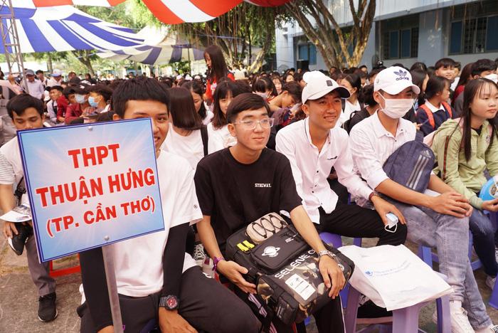4.000 học sinh về thủ phủ sen hồng nghe tư vấn tuyển sinh - Ảnh 5.