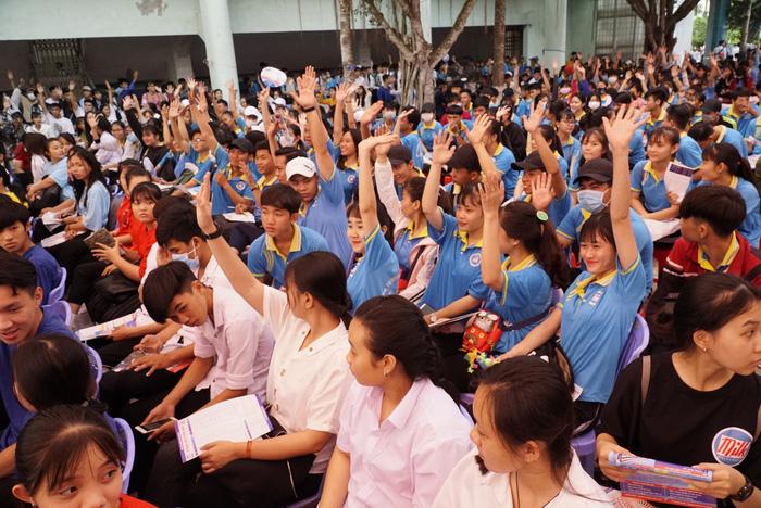 4.000 học sinh về thủ phủ sen hồng nghe tư vấn tuyển sinh - Ảnh 1.