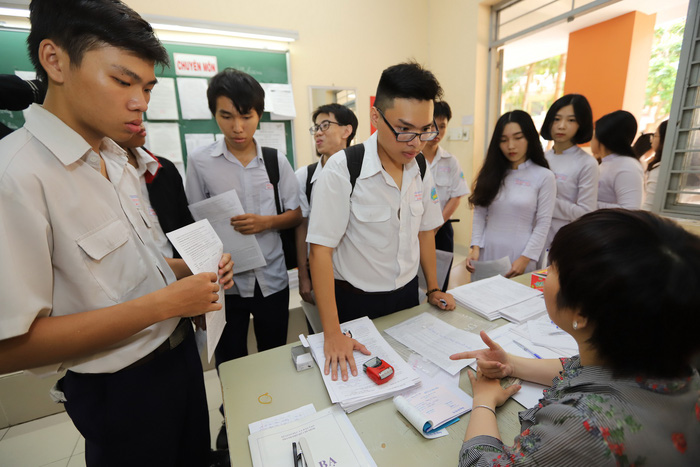 886.000 thí sinh đăng ký thi THPT quốc gia, hơn 1/2 thi khoa học xã hội - Ảnh 1.