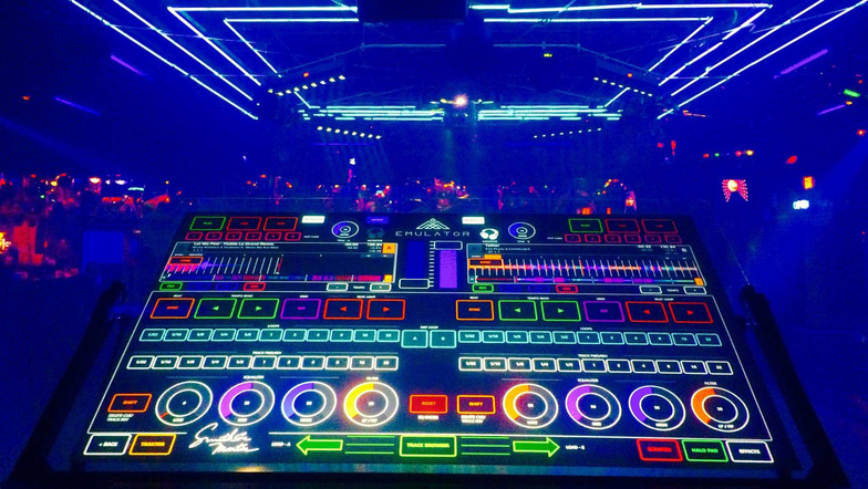 Trình diễn âm nhạc điện tử (EDM) tại Ngày công nghệ Tuổi Trẻ - Ảnh 2.