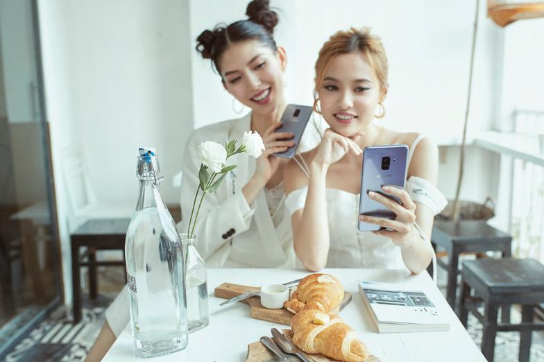 Đằng sau những bức ảnh selfie cực chất của Fung La - Ảnh 2.