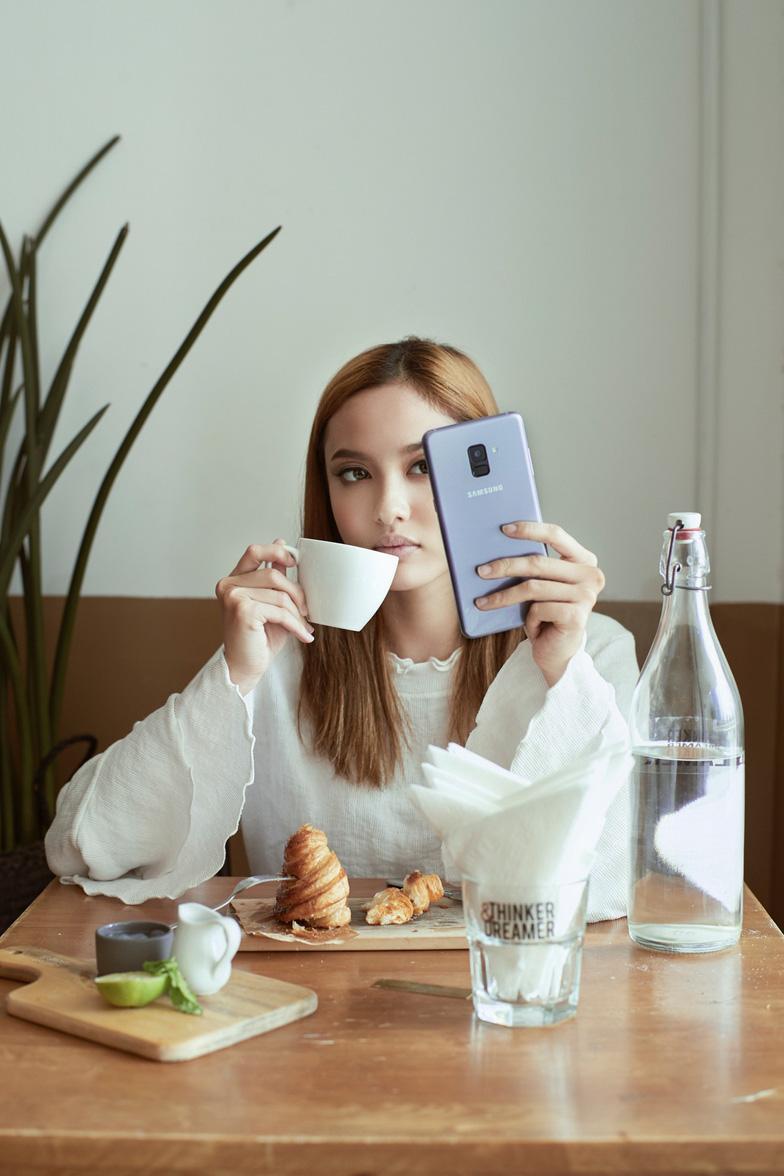 Đằng sau những bức ảnh selfie cực chất của Fung La - Ảnh 4.