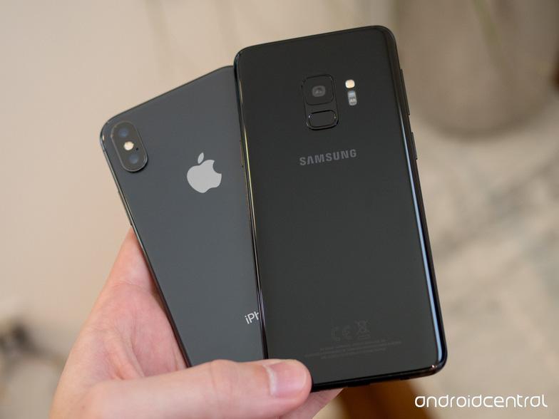 Đặt lên bàn cân Galaxy S9/S9+ và iPhone X - Ảnh 2.