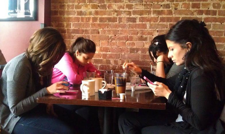 Smartphone khiến chúng ta mất hứng ăn? - Ảnh 2.