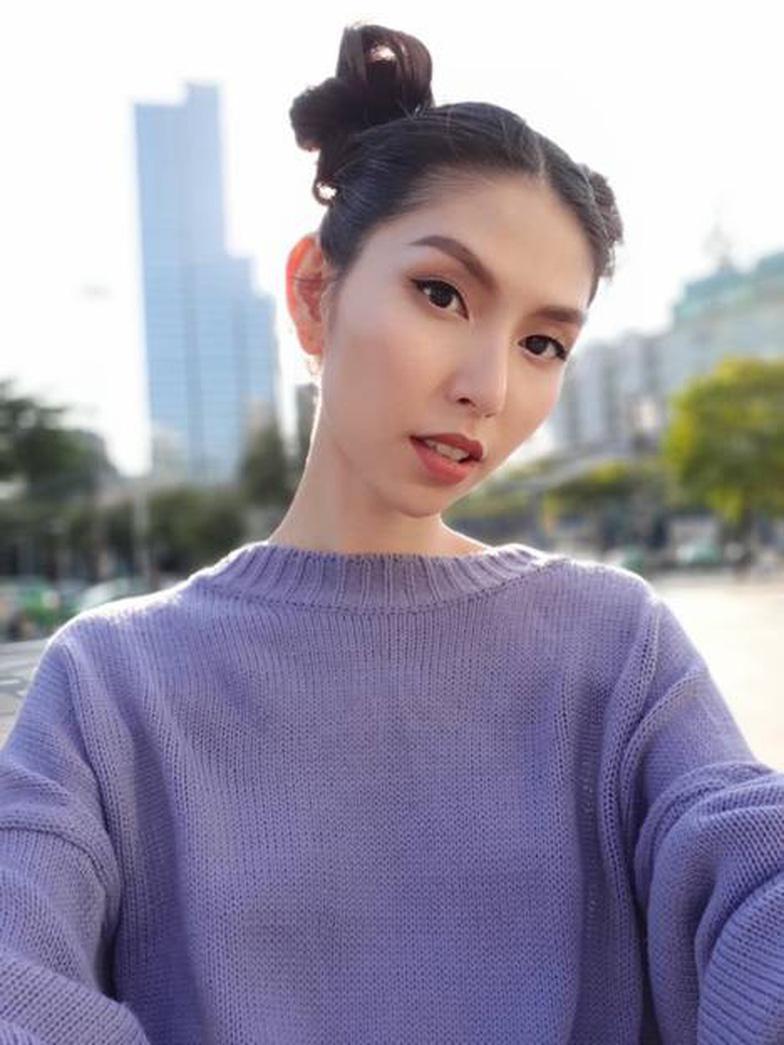 Bí quyết selfie đẹp như siêu mẫu Thùy Dương - Ảnh 1.