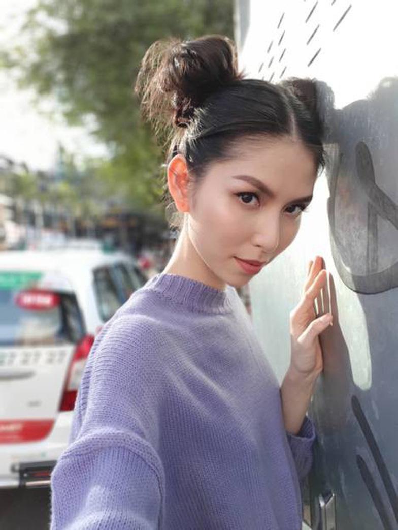 Bí quyết selfie đẹp như siêu mẫu Thùy Dương - Ảnh 4.