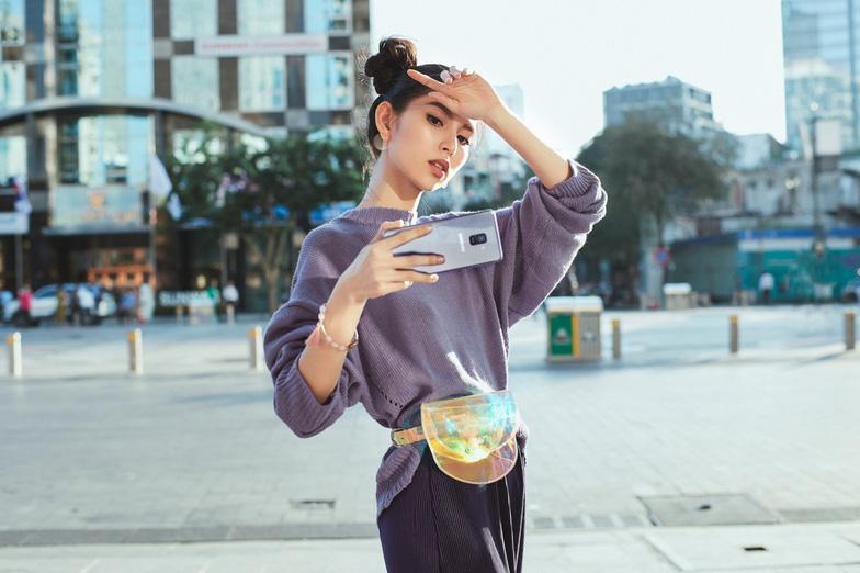 Bí quyết selfie đẹp như siêu mẫu Thùy Dương - Ảnh 2.