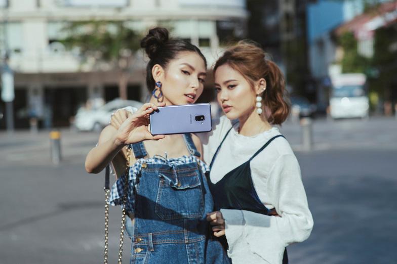 Bí quyết selfie đẹp như siêu mẫu Thùy Dương - Ảnh 5.