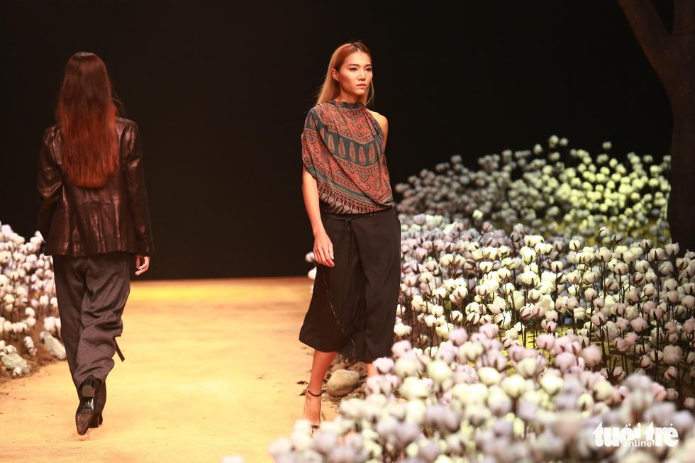 Lan Khuê, Minh Hằng khiến khán giả nhún nhảy với ELLE show - Ảnh 10.