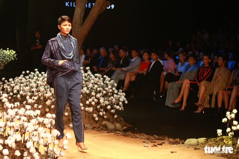 Lan Khuê, Minh Hằng khiến khán giả nhún nhảy với ELLE show - Ảnh 11.