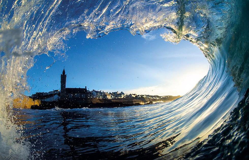 Ngắm vẻ đẹp dữ dội và dịu êm của sóng biển - Ảnh 2.