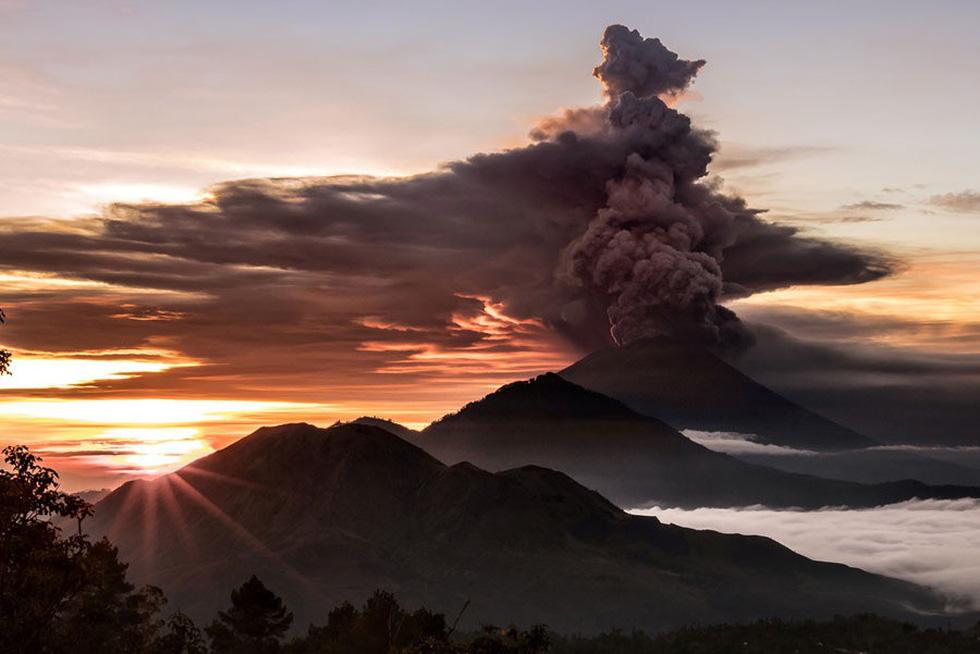 Những hình ảnh núi lửa phun trào ám ảnh trong năm 2017 - Ảnh 12.