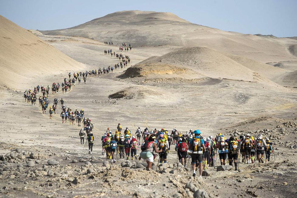 Thế giới trong tuần qua ảnh: núi lửa phun ở Indonesia, tai nạn đường sắt ở Tây Ban Nha - Ảnh 13.