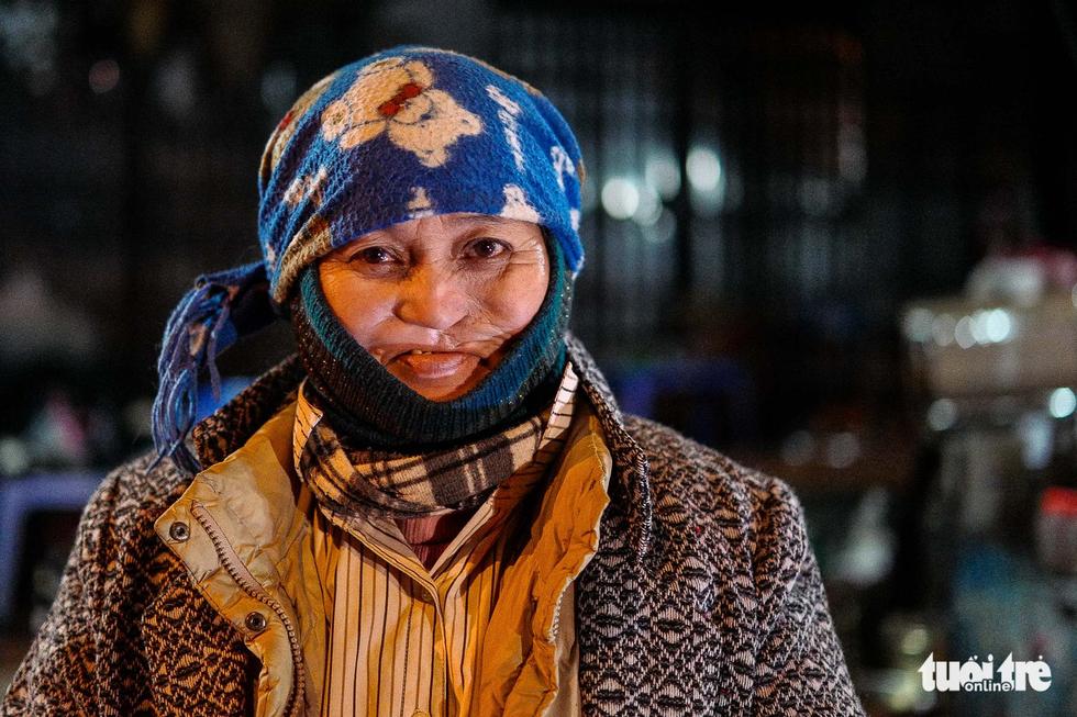 Người vô gia cư co ro giữa đêm đông Hà Nội - Ảnh 14.