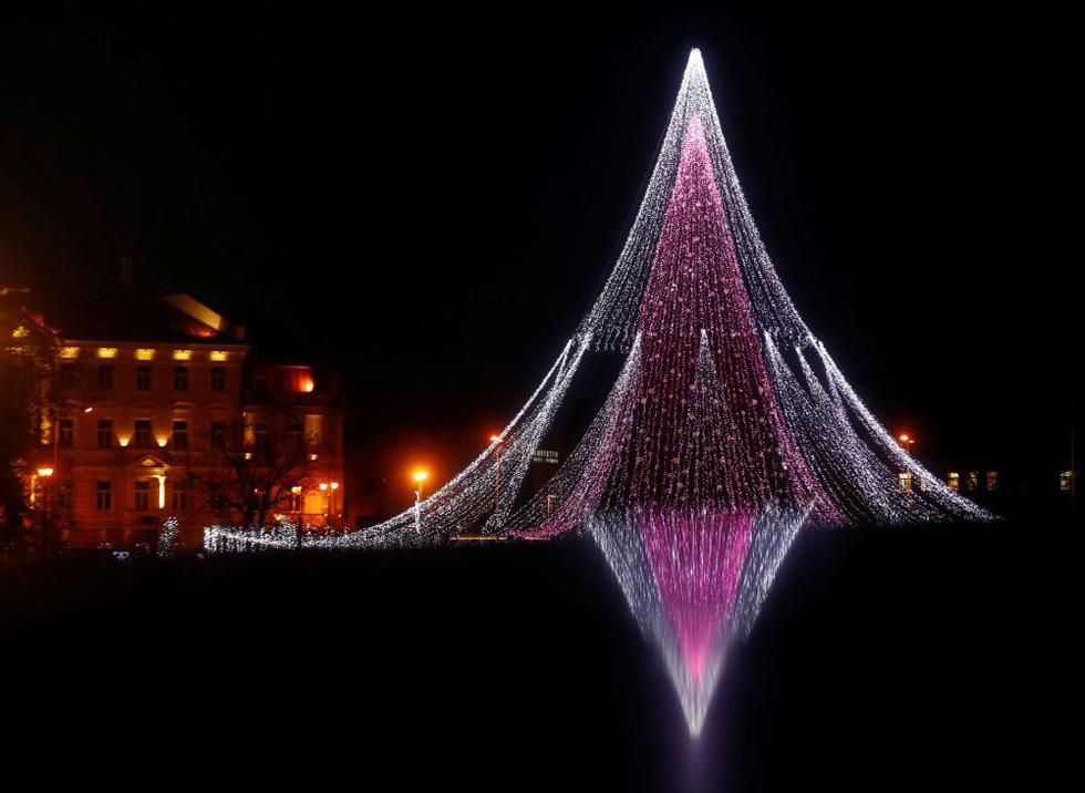 Thế giới rực rỡ đón Noel - Ảnh 4.