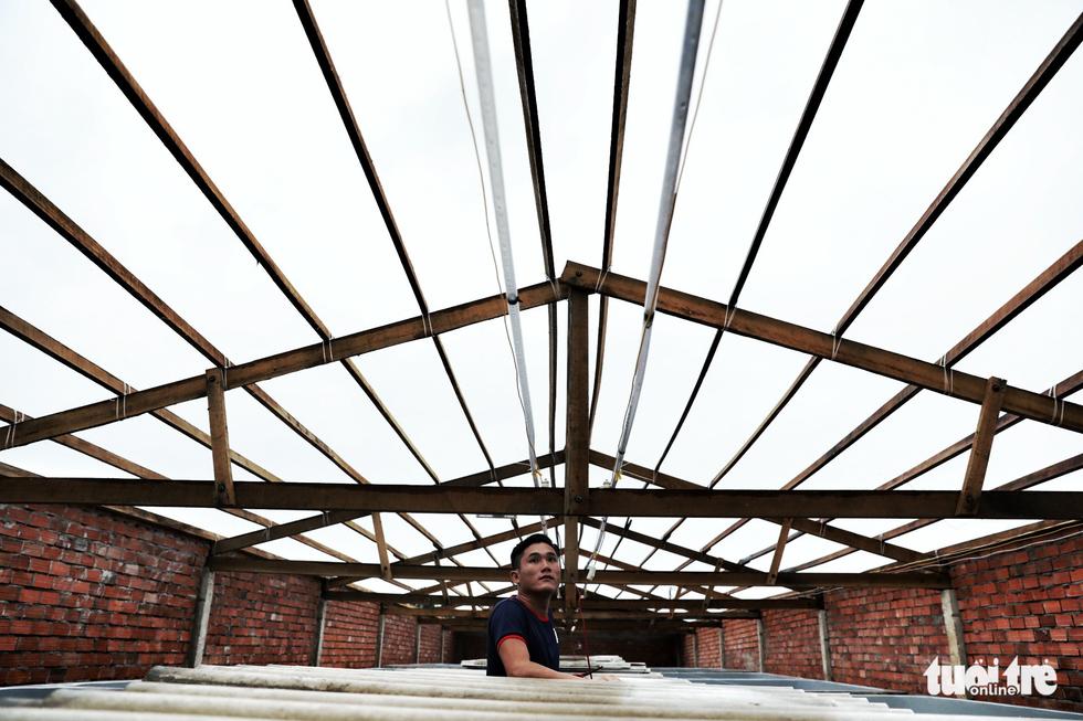 Vào căn nhà cho 300 dân nghèo tránh bão - Ảnh 14.