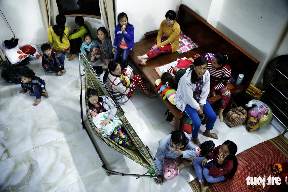 Vào căn nhà cho 300 dân nghèo tránh bão - Ảnh 7.