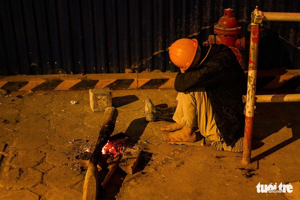 Người vô gia cư co ro giữa đêm đông Hà Nội - Ảnh 10.