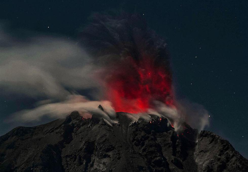 Những hình ảnh núi lửa phun trào ám ảnh trong năm 2017 - Ảnh 3.