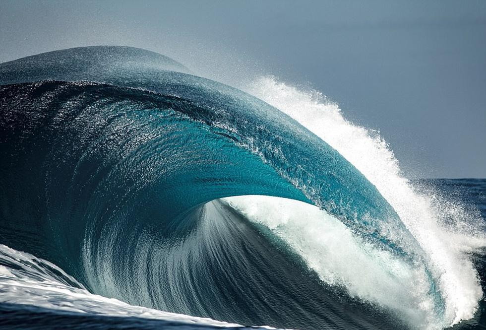 Ngắm vẻ đẹp dữ dội và dịu êm của sóng biển - Ảnh 4.
