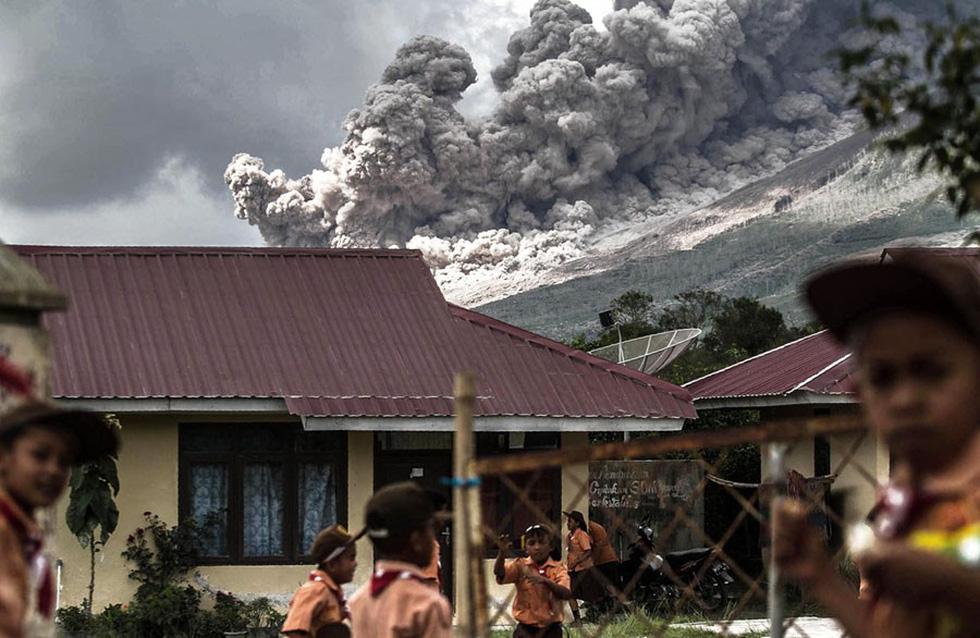 Những hình ảnh núi lửa phun trào ám ảnh trong năm 2017 - Ảnh 1.