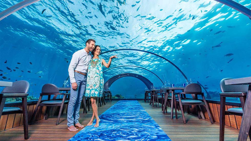 Ăn ngon tại nhà hàng dưới nước lớn nhất thế giới - Ảnh 5.