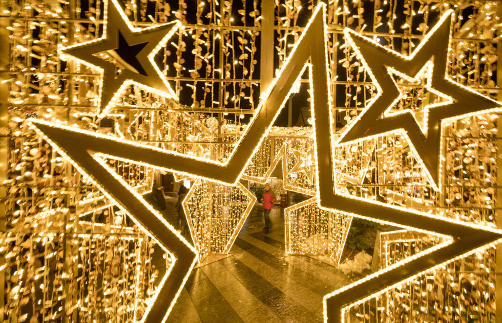 Thế giới rực rỡ đón Noel - Ảnh 9.
