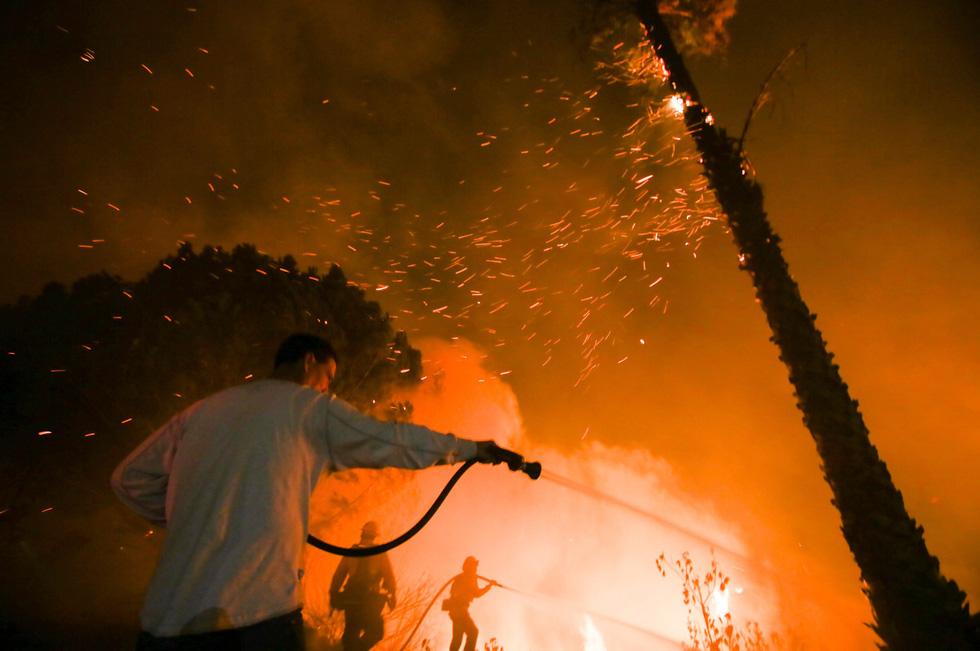 Những hình ảnh kinh hoàng ở biển lửa California - Ảnh 13.