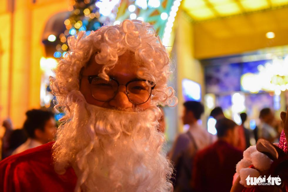 Không khí Giáng sinh Sài Gòn rộn ràng trong tiết trời se lạnh - Ảnh 8.