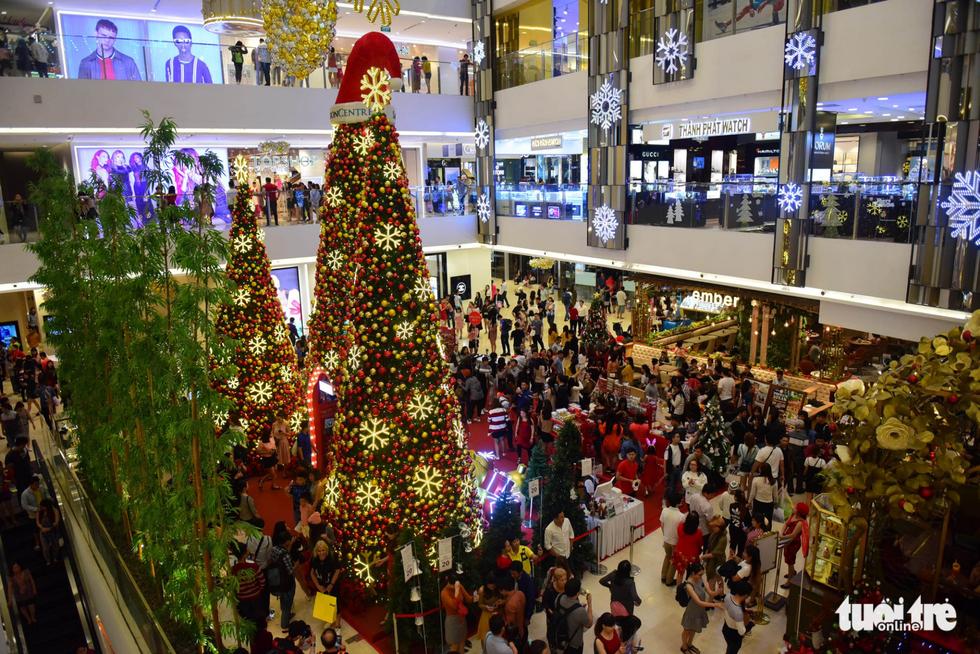 Không khí Giáng sinh Sài Gòn rộn ràng trong tiết trời se lạnh - Ảnh 14.